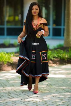 Toghu Print Clothing ideas for Cameroon traditional weddings. See ShaSha New Designs latest Toghu Print one-shoulder evening gown and dresses African Fashion Ankara, Latest African Fashion Dresses, African Print Fashion, Africa Fashion, South African Traditional Dresses, Traditional Outfits, African Attire, African Wear, Sishweshwe Dresses