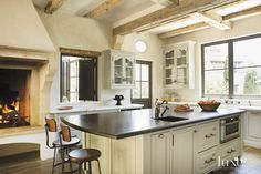 Provence style kitchen :: Luxe Interiors + Design Magazine