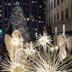 18 Stunning Photos from the Rockefeller Christmas Tree Lighting #newyork #nyc #bigappled