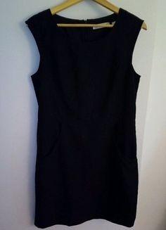 À vendre sur #vintedfrance ! http://www.vinted.fr/mode-femmes/petites-robes-noires/31771031-robe-courte-noire-sans-manches