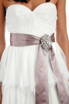 I don't like the bottom, but the bodice of this dress is gorgeous.