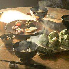 """hokuoh_kurashiこれさえあれば、暮らしを心地よくしてくれる。明日がちょっと楽しみになる。 そんな大切なモノはありますか? 毎日を支えてくれる愛用品に着目した連載 「ご機嫌をつくるモノ」 vol.15は、薬膳料理家の山田奈美さんにご登場いただき、日々愛用する台所道具を3つお聞きしました。 おいしい和食で家族も毎日ごきげんに! そのために欠かせない道具とは……? ・ ★お話の続きは、ホームページの""""読みもの"""" からご覧いただけます。 ・ #北欧暮らしの道具店#花#お花#ザ花部#花のある暮らし#花のある生活#朝#あさ#朝#薬膳#朝ごはん1485727213薬膳,あさ,花のある暮らし,花のある生活,ザ花部,朝,花,朝ごはん,お花,北欧暮らしの道具店"""
