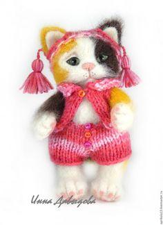 Купить Валяная игрушка кошечка Луша. Игрушка из шерсти. - комбинированный, трехцветный, пушистый, валяная игрушка