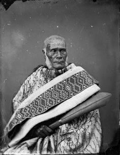 Ihaka Whaanga, [1865-1875] Carte de visite portrait of Ngati Rakai-paaka leader, taken 1865-1875 by Wanganui studio of William James Harding.