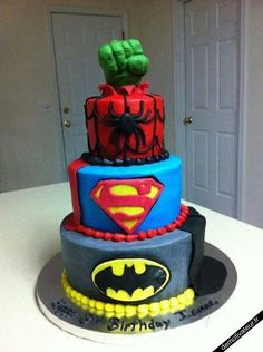 Gateau super hero en pate a sucre