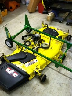 This model uses the same base setup as the JD Deck Dolly. Riding Lawn Mower Attachments, Compact Tractor Attachments, Garden Tractor Attachments, Electric Riding Lawn Mower, Riding Lawn Mowers, Lawn Mower Maintenance, Lawn Mower Repair, John Deere Garden Tractors, Lawn Tractors