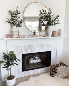 room wallpaper room layout in the living room song living room chairs for living room size rug for living room living room living room ideas Family Room Fireplace, Home Fireplace, Fireplace Design, Fireplace Mantle Decorations, Fireplaces, Fireplace Ideas, New Living Room, Living Room Decor, Small Living