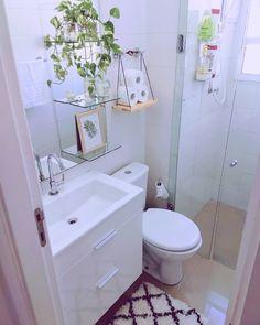 Prateleira para banheiro: 25 fotos e outros tutoriais para fazer essa peça Bathroom Design Luxury, Bathroom Design Small, Small Full Bathroom, Minimalist Bed, Bathroom Shelves, Home Decor Kitchen, Room Decor, Puff Gigante, Space