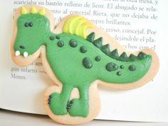 Galletas de Sant Jordi / San Jorge / Saint Georges Cookies | Receta en el blog de Sucre Cookies Receta, Galletas Cookies, Sugar Cookies, Viking Party, Medieval Party, Dragon Cookies, Mike The Knight, Cookie Decorating Icing, Dinosaur Cookies