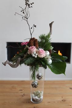 How to Style a Boho Wedding Tablescape Easy Christmas Ornaments, Simple Christmas, Christmas Home, Christmas Holidays, Christmas Decorations, Holiday Decor, Christmas Flower Arrangements, Christmas Flowers, Floral Arrangements