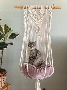 Makrama hamak Pleciony hamak dla kota Macrame Cat Hammock   Etsy Diy Cat Hammock, Diy Cat Bed, Macrame Projects, Macrame Design, Pet Furniture, Cat Wall, Macrame Patterns, Cats, Estilo Boho