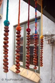 I loooove these. Homemade chestnut snakes. Aren't they just hillarious...  A great way to use all your findings with the kids.  DIY here:  http://www.paapinden.dk/blog/2012/10/21/kastanjeslanger/#chestnutsnakes