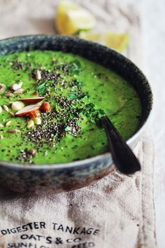 Alkalizing Green Detox Soup- A tempting green colour. This alkalizing green soup has everything you need to feel restored: loads of nutrients, alkalizing greens, delicious taste and vibrant green color. Detox Recipes, Soup Recipes, Vegetarian Recipes, Cooking Recipes, Healthy Recipes, Detox Foods, Detox Meals, Healthy Soup, Recipies