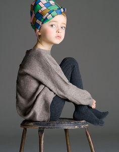 Wenn die Kopfbedeckungen nicht immer so stören würden... // Adorable shot of this little girl.