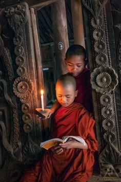 La belleza de leer. Foto por La Mo Let  reading.