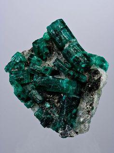 Emerald #stones #art http://www.keypcreative.com/