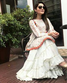 Pakistani Couture, Pakistani Bridal Wear, Pakistani Dresses, Couture Dresses, Bridal Dresses, Long Skirt Outfits, Long Skirts, Beautiful Dresses For Women, Pakistan Fashion