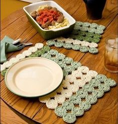 Clover Patch Placemat and Hotpad free crochet pattern - 10 Free Crochet Placemat Patterns What better than these placemat crochet patterns to dress up your table? Get the 10 free patterns here. Crochet Placemat Patterns, Crochet Potholders, Crochet Doilies, Love Crochet, Crochet Gifts, Knit Crochet, Modern Crochet, Crochet Cardigan, Crochet Table Runner