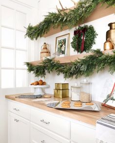 Christmas garland on kitchen shelves (@briahammelinteriors) • Instagram photos and videos The Night Before Christmas, Christmas Eve, Christmas Greenery, Twas The Night, No Bake Cookies, Baking Cookies, Santas Workshop, Traditional Decor, Kitchen Shelves