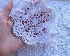 Transcendent Crochet a Solid Granny Square Ideas. Inconceivable Crochet a Solid Granny Square Ideas. Col Crochet, Crochet Puff Flower, Crochet Dollies, Crochet Flower Patterns, Crochet Stitches Patterns, Thread Crochet, Crochet Motif, Crochet Designs, Easy Crochet