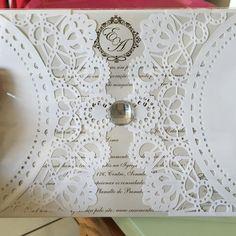 Convite muito lindo! Paixão da minha vida #meutrabalho #convite #convites #laser #lasercut #corte #cortealaser #casamento #noivo #noivos #noiva by rosanasoaresvasc