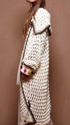 I love heavy thick knits. I love heavy texture Crochet Coat, Knitted Coat, Crochet Jacket, Crochet Cardigan, Crochet Shawl, Crochet Clothes, Knitwear Fashion, Crochet Fashion, Crochet Magazine