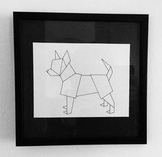 Chihuahua origami sur fond noir.