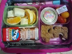 First lunch of the year. Easy and fast ideas for any mom! #brownbag #lunch #bento #kidslunch #monkeymunchables #monkey #munchables @Horizon Organic