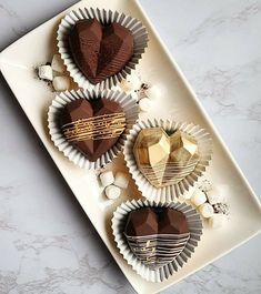 Hot Chocolate Gifts, Chocolate Covered Treats, Chocolate Bomb, Chocolate Hearts, Chocolate Molds, Chocolate Recipes, Valentine Desserts, Valentines Day Treats, Gold Dessert