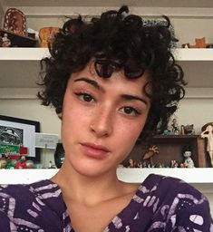 Haircuts For Curly Hair, Curly Hair Tips, Curly Hair Styles, Short Hair Hacks, Short Hair Cuts, Shot Hair Styles, Pelo Pixie, Dye My Hair, Hair Looks