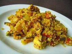 Faites cuire le quinoa, 10 à 15 minutes dans un bouillon de légumes (1 tasse d'eau salée pour 1/2 tasse de quinoa).