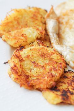 This recipe requires just 3 ingredients--spaghetti squash, oil and salt--to form crisp, low-carb spaghetti squash hash browns. This recipe requires just 3 ingredients--spaghetti squash, oil and salt--to form crisp, low-carb spaghetti squash hash browns. Low Calorie Recipes, Paleo Recipes, Whole Food Recipes, Cooking Recipes, Supper Recipes, Radish Recipes, Fodmap Recipes, Rice Recipes, Side Dishes