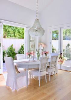 Loveliest Looks of Summer Home Tour - Fashion, Decor, and Food! Estilo Shabby Chic, Dining Room Table Chairs, European Home Decor, Living Room White, Interior Decorating, Interior Design, Dining Room Inspiration, White Furniture, Dream Rooms