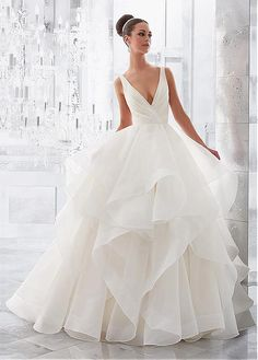 Elegant Organza V-neck Neckline Ball Gown Wedding Dresses With Ruffles