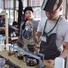 Coffee event in Kyoto today. Amazing setup in an old closed down elementary school. Had a chance to taste coffee from 5 different roasters and talk with the reps from Kalita and Tokyu Hands. Love the positive spirit going surrounding coffee in this city.  This crazy bloom going on a dark roasted blend by Nijo Goya roasters.  本日はENJOY COFFEE TIME in 元立誠小学校というコーヒーイベントにおじゃまさせていただきましたいつもお世話になっている大山崎コーヒーロースターズさん はじめ京都の様々なロースターさんのコーヒーを一つの場所で体験できそしてKurasuとのつながりも幾つか新たに作る機会がある貴重な時間でした…