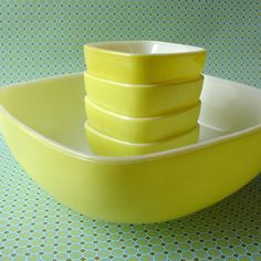 Yellow Hostess Set. I have the biggest one, in search of the smalls