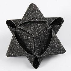 Kubeformet stjerne af glitrende stjernestrimler fra Vivi Gade
