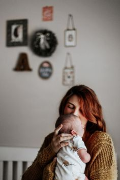 AT HOME WITH AINSLEY // IN HOME LIFESTYLE NEWBORN SESSION - Kandis Marino Photography©️️