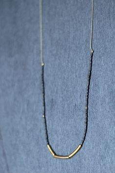 Collar gris   Cosmos. Artesanía y arte en línea