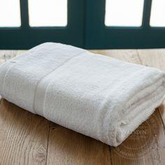 100% cotton customized logo embroidery bath towel/ beach towel .http://www.weisdin.com