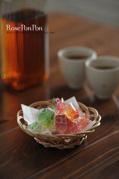 Japanese candy jelly Japanese Candy, Japanese Sweets, Japan Street Food, Japan Dessert, Asian Snacks, Diy Food, Serving Bowls, Jelly, Tableware