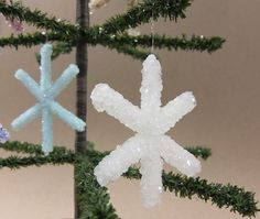 How-To: Make Borax Crystal Snowflake Ornaments, that sounds like some school project, but hey they turn out pretty cool!!