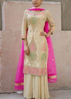 Pure Silk Crepe Hand Embroidered Suit in Cream & Pink Color, With Pure Chinon Chiffon Dupatta.