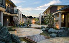 Il y a 25 hôtels dans le monde qui ont été choisis par les voyageurs comme étant les meilleurs pour les amoureux. (Prix traveller's choice 2013)En voici quelques-uns:BardessonoYountville, CalifornieLayana Resort and SpaKo Lanta, ThaïlandeKoa Kea Hotel & ResortPoipu, HawaïAlch