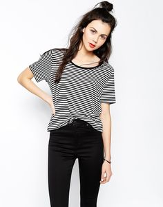 Stripes are another thing I'm obsessed with at the moment. This T-shirt has a nice loose fit and could be a perfect piece in my everyday wardrobe. Find it here: http://asos.do/MzePDa