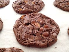 Chocolate cookies without gluten or butter Flourless Chocolate Cookies, Gluten Free Chocolate Chip Cookies, Gluten Free Cookies, Gluten Free Desserts, Dairy Free Recipes, Healthy Desserts, Baking Recipes, Dessert Recipes, Galletas Chocolate