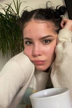 Halsey's No-Makeup Selfie While Self-Isolating Halsey, Peinados Pin Up, Instagram Snap, Bare Face, Free Makeup, Freckles, Pretty People, Makeup Looks, Celebs