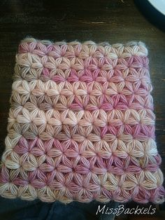 Ravelry: Project Gallery for Jasmine Stitch No. 3- 6 petals with puffs in rows pattern by Sara Palacios
