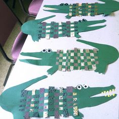 Weaving Crocodiles with decorative paper.: Weaving Crocodiles with decorative paper. Kindergarten Art, Preschool Art, Fun Crafts, Crafts For Kids, Paper Crafts, Projects For Kids, Art Projects, Classe D'art, Art Lessons Elementary