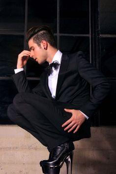 Mauro Vera . Men in high heels : Photo